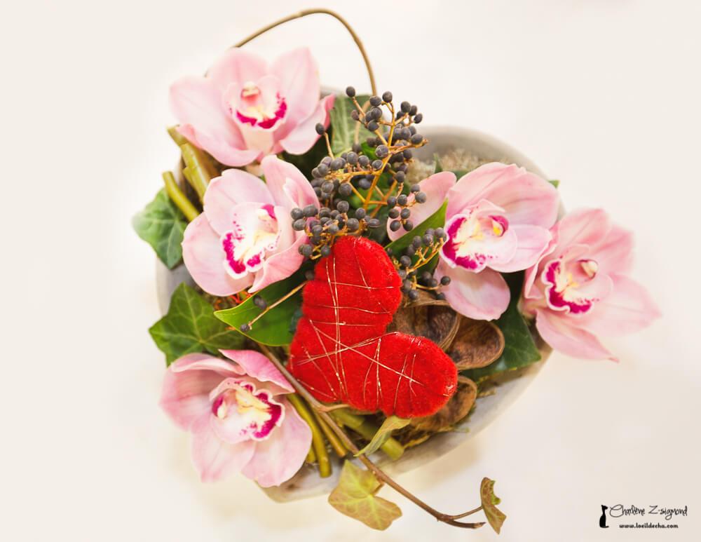 composition florale de fleurs fraiches aux passiflores. Black Bedroom Furniture Sets. Home Design Ideas